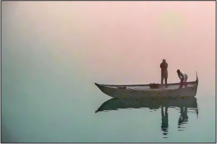 aussiehunter travel India - a boat in the morning mist on Mother Ganga